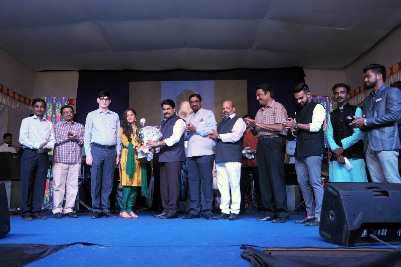 "Miss. Vaishnavi Kanetkar, student of Department of Chemical Engineering Awarded as ""Best Outgoing Student"" of the institute"