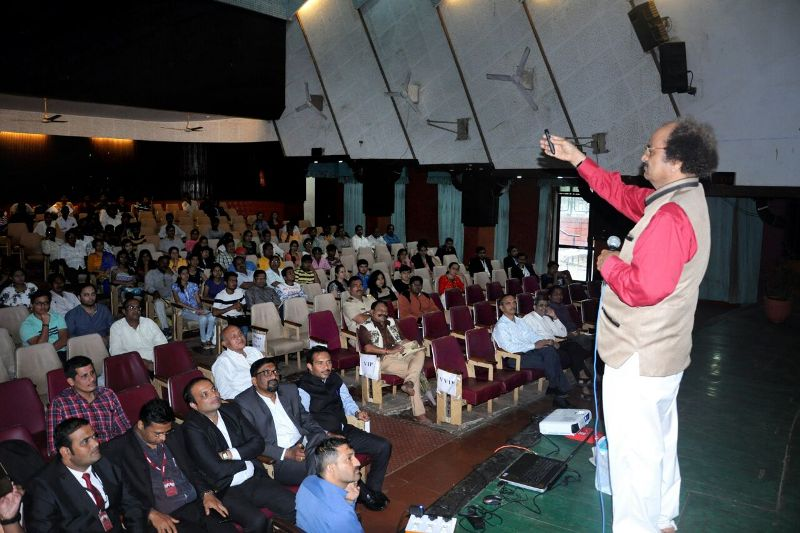 "Seminar by Padmshri. Dr. G . D. Yadav on "" Abhiyantrikichya Navya Vata anni Chemical Engineering Che Mahatwa"""