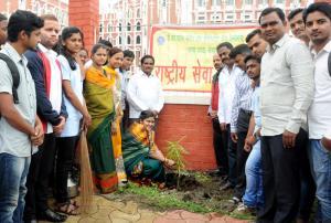 Tree-plantation-by-the-hands-of-Resp.-Mayor-Ashwini-Ramane